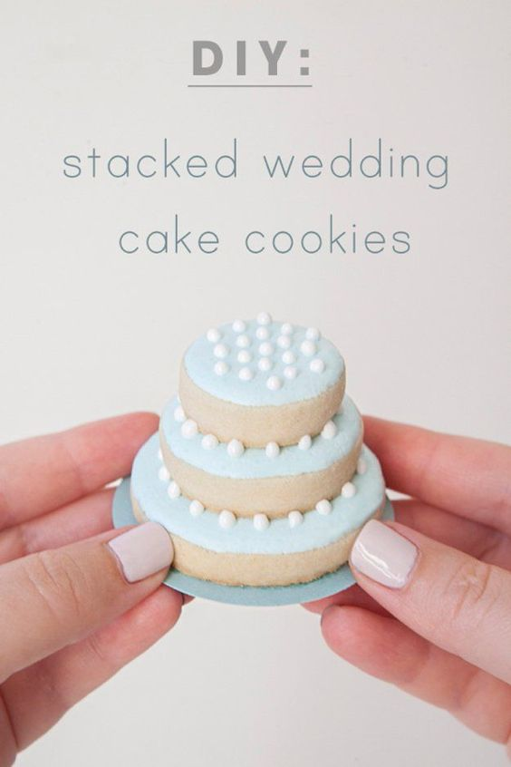 DIY Edible Wedding Favors | Stacked Wedding Cake Cookies by DIY Ready ...