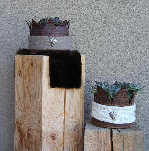 krone aus konservendose auf wunsch auch mit holzs ule www. Black Bedroom Furniture Sets. Home Design Ideas