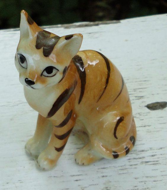 VTG. Yellow Stripe Cat Figurine. 2.5 inches