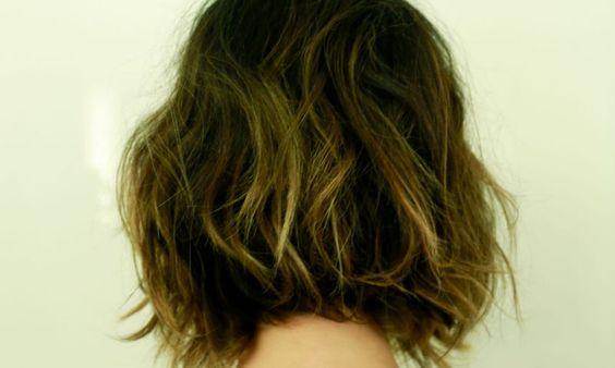A atriz Fernanda Paes Leme mudou o visual para um novo projeto profissional e o responsável pela transformação foi o hairstylist Marcos Proença