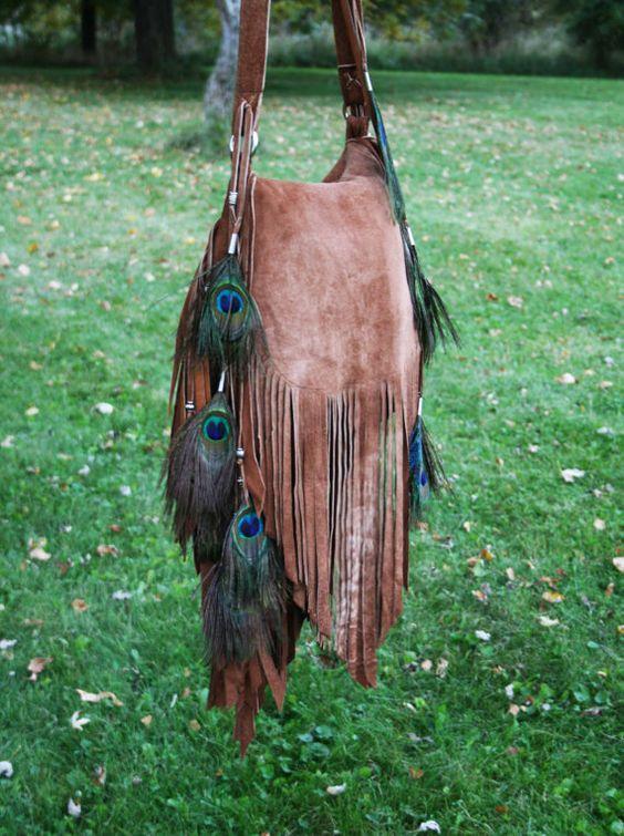 Ombre' Lammfell Rande Tasche mit Pfauenfedern und von confettijulie