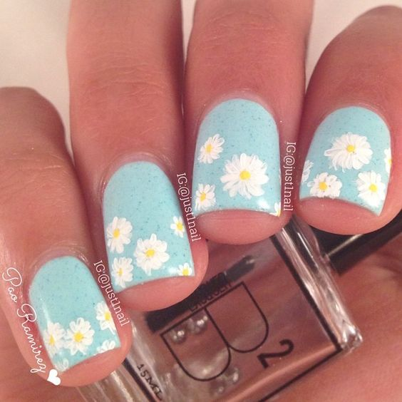 Daisy Nails by Instagrammer @just1nail