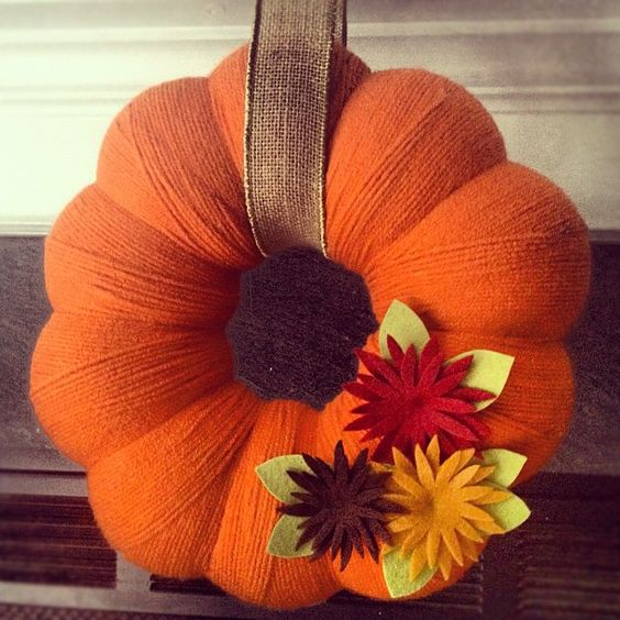 Yarn Wrapped Pumpkin Wreath with Felt Mums via Mollee Made!
