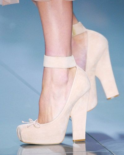 now this is my kind of ballet shoe. so elegant.