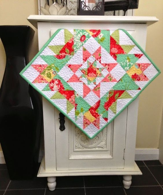 Free Pattern- Star Cluster Mini Quilt:  what a sweet little quilt, love it.