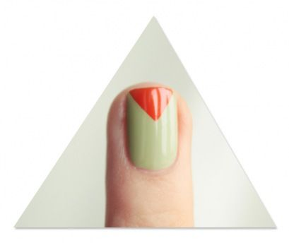 http://pshiiit.com/2012/02/16/tuto-le-triangle-sur-les-ongles-navigate-her-by-essie-inside/