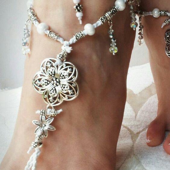 Sandali a piede nudo per sposa in bianco matrimonio in spiaggia, regalo damigelle