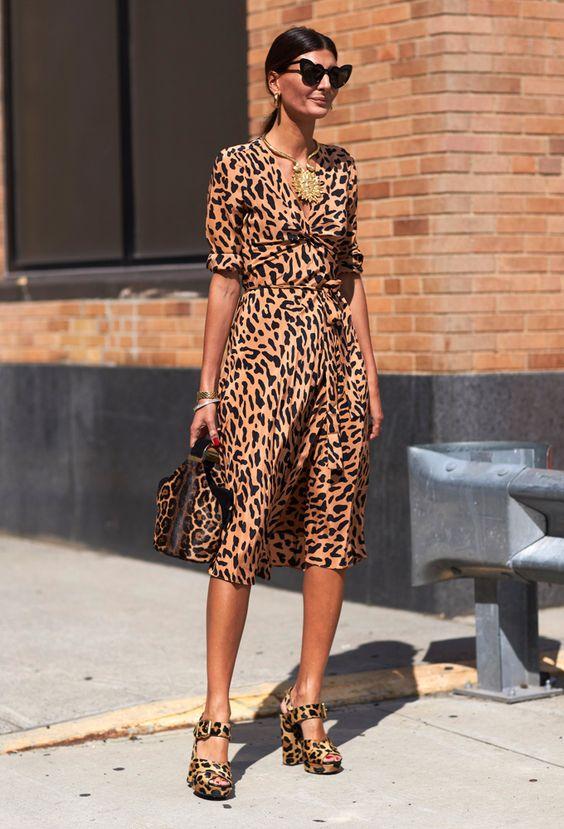 Vestido con print de leopardo