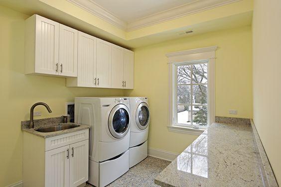 <p>Por ser um espaço pequeno na maioria dos imóveis, é um desafio manter a lavanderia organizada e com espaço otimizado</p>