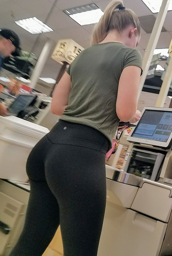 Teen College Girl Creepshot Of Her Sexy Ass In Leggings -7388