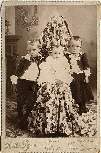 """Old portraits with hilariously """"hidden mothers"""""""