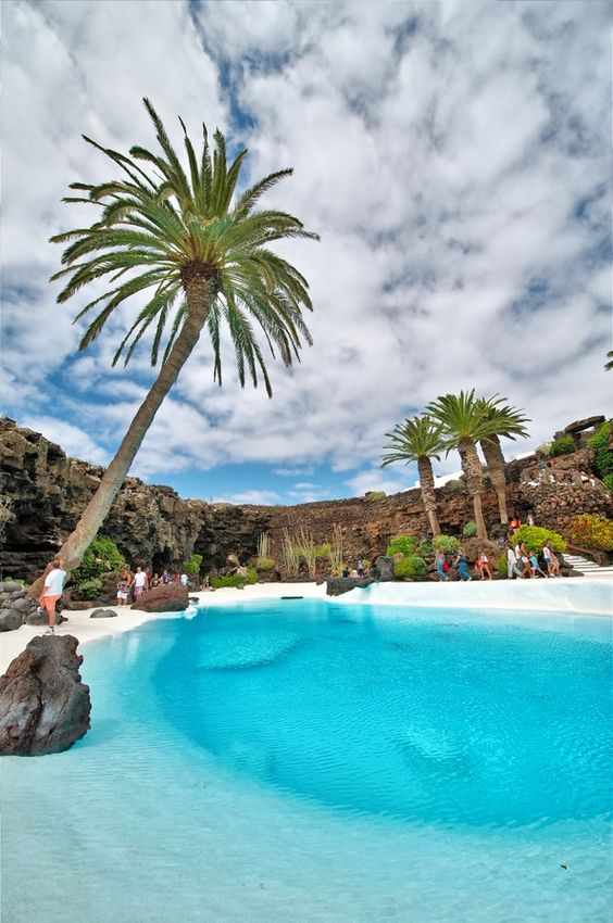 Jameos del agua, Lanzarote  Zobacz to na żywo! Wejdź na www.wyspykanaryjskie.pl i rezerwuj wczasy!