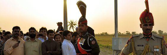 Soldatentanz an der Grenze zwischen Indien und Pakistan