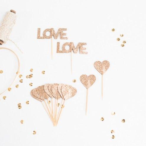 Herzen in Gold zum Verzieren der Hochzeitstorte
