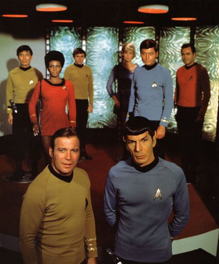Good: It's a nice, oldschool photo of the entire Star Trek TOS crew.  Bad: Scotty and Chekov are pushed way too far in the back!