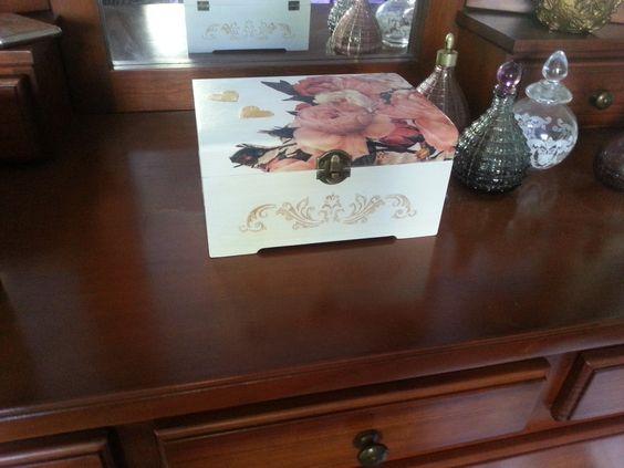 Caja decoupage y relieve