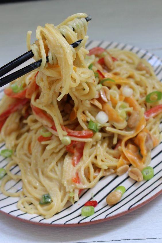 One-Pot-Thai-Pasta Rezept zum Selbermachen - Familienrezepte zum Selberkochen.