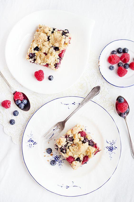 Berry crumble cake