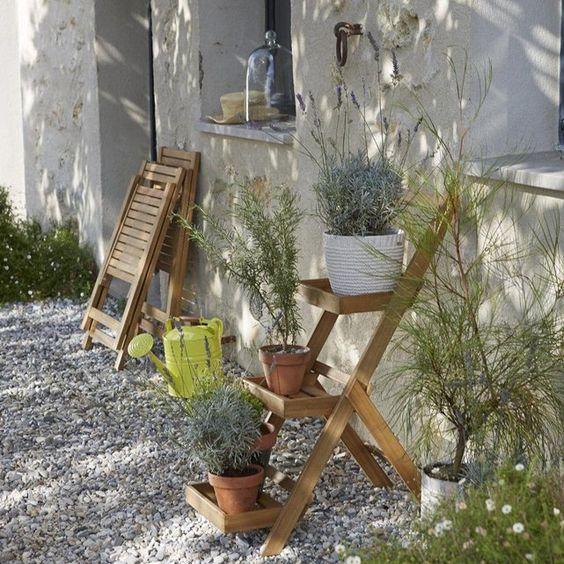 Indispensable dans le jardin ou sur la terrasse cette tag re en acacia disp - Etagere pour terrasse ...