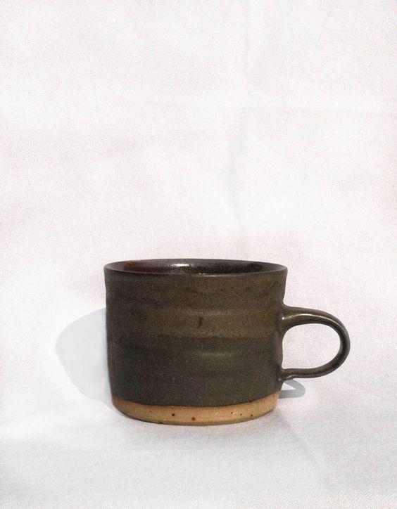 Becher, handgetöpfert. Mug, handmade pottery.