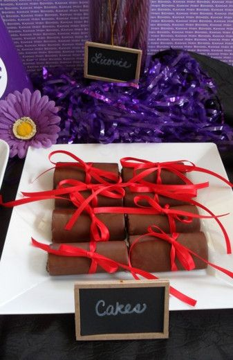 hoho diploma cakes
