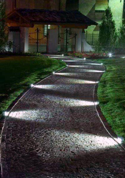 Le Migliori 40 Idee Per L Illuminazione D Ingresso Design Paesaggistico Tatuaggio In 2020 Backyard Lighting Walkway Lighting Backyard