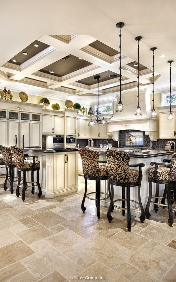 Villa Belle - Kitchen w/tray ceiling: