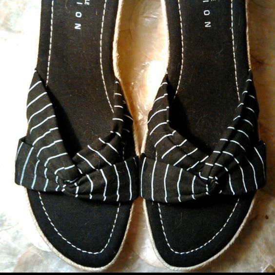 ★LABOR DAY SALE★*HP 8/15 * KENNETH COLE SANDALS Kenneth Cole black and white stripe sandals! Cute & comfy! Ready for summer! Sz 7 1/2-8 💗💗HOST PICK💖💖 by @ travelbugginer! check her closet out! Shoes Sandals