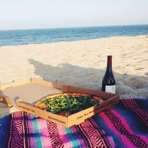 Beach Blanket Date: Pinterest: Bellaxlovee