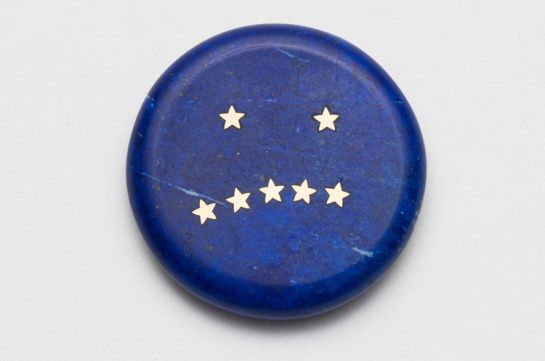 Lin Cheung (Central St Martins - 2017) - delayed Reactions – Confused 2017  Brooch, Carved Lapis Lazuli, gold:
