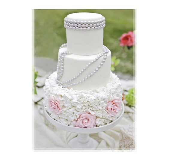 Beautiful Cake Pictures: White Cake with Pearls and Frills: Cakes with Frills, Cakes with Pearls, Wedding Cakes