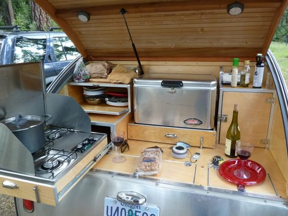 Another close shot of the http portlandvintagetrailers for Teardrop camper kitchen ideas
