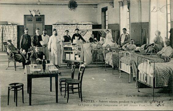 Une salle de l'hôpital 201, dit des Dames françaises, installé dans le lycée de garçons