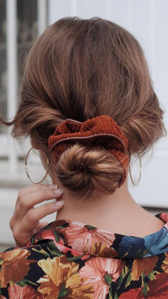 One of the perks of having curly hair is that it doesn't take that much effort to do a nice updo. Check out these ideas to style your hair during the holidays. #updos #holiday