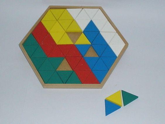 Ref. 083 - MOSAICO COLORIDO - Matéria-Prima: MDF - Medidas: 25,5cm x 22cm x 1cm. Peças: 54