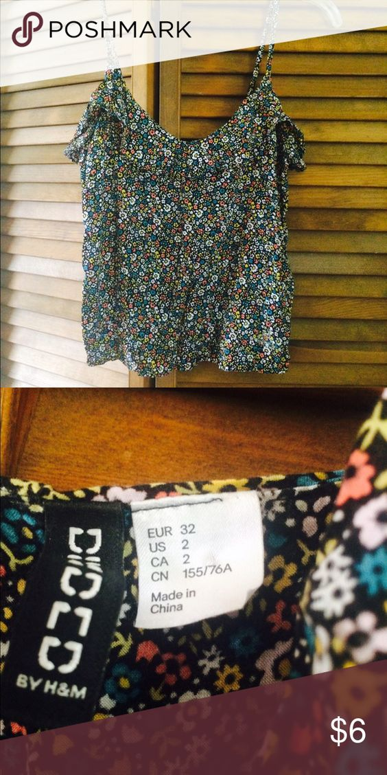 Floral tank Woven fabric. Semi cropped says sz 2. Fits xs Divided Tops