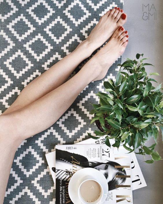 <足部护理大作战>    精致的女孩都是从头发丝美到足部的哦,让我们一起努力拥有一双美足吧!