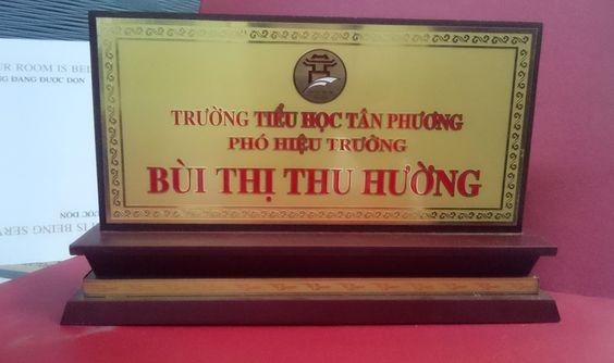 biển chức danh đồng 2 mặt trường tiểu học Tân Phương