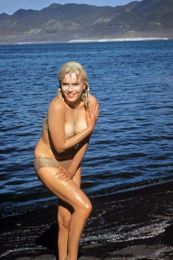 Fotos raras de Marilyn Monroe mostram faceta da actriz nos bastidores de filmagens e no seu dia-a-dia. (Parte 2) - Chiado Magazine