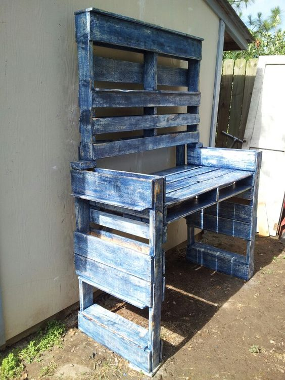 Pallet garden table.