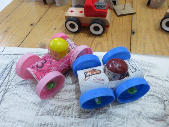 кола от ролка за тоалетна хартия, сламка и капачки *** DIY car made out of a toilet paper roll tube, bottle caps, straw, pipe cleaner and beads