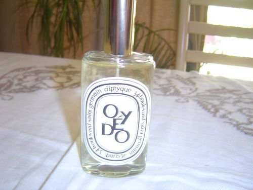 RARE Diptyque Oyedo Parfum d'Ambiance Room Spray 3.4 fl oz - Paris France  Top notes are lime, mandarin orange, lemon and yuzu; middle note is thyme; base note is woodsy notes.Yuzu shines through and it smells like sophisticated sweet tarts!