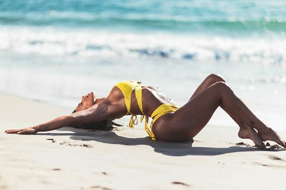 Los_Angeles_Summer_Cuban_Model_Vida_Guerra_Enjoys_Beach_Life_in_California_2016_05