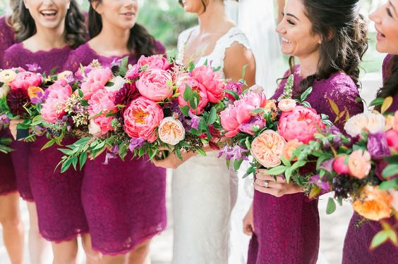 Red Rock Country Club wedding | coral burgundy marsala bouquet | Las Vegas wedding