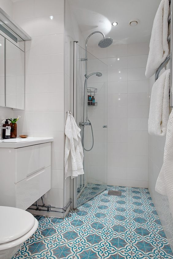 White Bathroom Tiles Turning Blue: Moroccan Floor Tiles With Simple White Wall Tiles