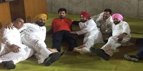 """Top News: """"INDIA: 32 Lawmakers Protest In Punjab Assembly"""" - http://politicoscope.com/wp-content/uploads/2016/09/Congress-MLAs-Stage-Protest-In-Punjab-Assembly-India-Politics-News-790x395.jpg - While the Akali and BJP lawmakers left the House, the Congress lawmakers staged a protest by continuing with the debate even as the assembly staff switched off the power of the House.  on Politicoscope - http://politicoscope.com/2016/09/13/india-32-lawmakers-protest-in-punjab-assembly/"""