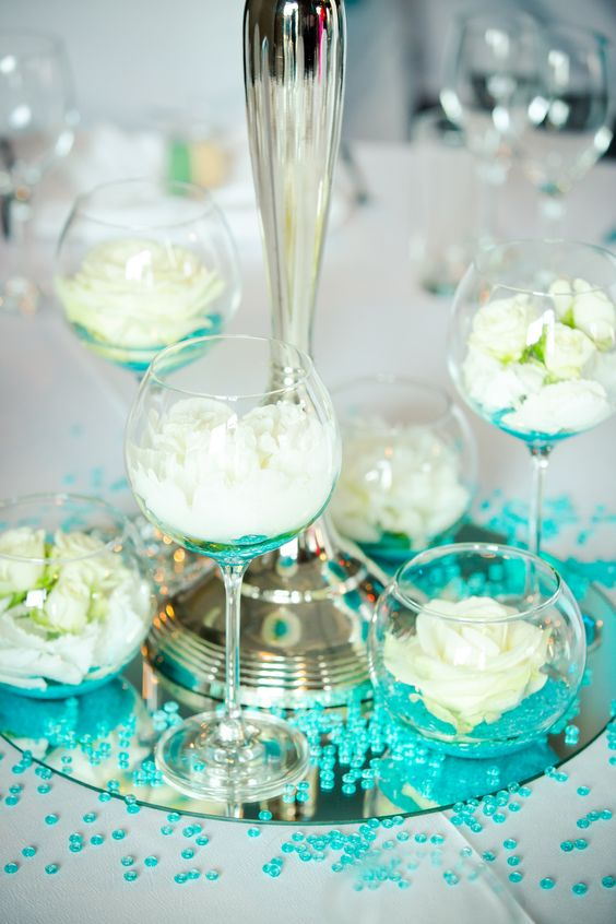weddingflowers #tischdeko #türkis #mint #weiss #creme #berlin #loft ...