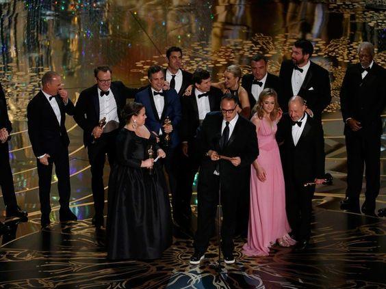 Equipe de 'Spotlight' recebe Oscar de melhor filme em Los Angeles (Foto: REUTERS/Mario Anzuoni):