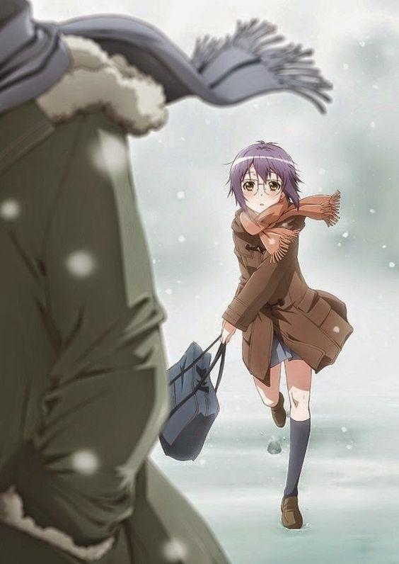 メガネをかけた長門有希が雪の中走っている「涼宮ハルヒの憂鬱」の画像