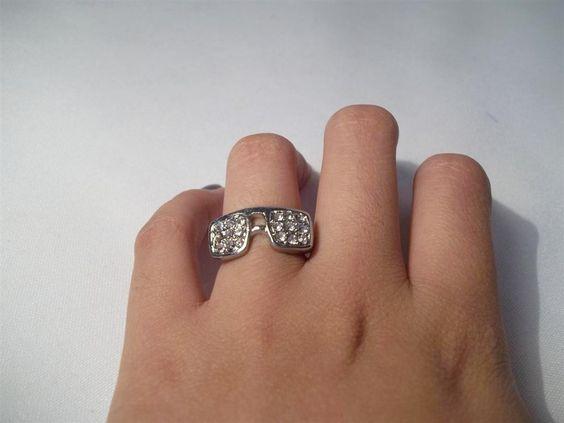 Curte um Wayfarer?? Então se liga no anel de óculos que é novidade aqui na loja :) http://www.lojaefeito.com.br/produtos.php?catid=41=0